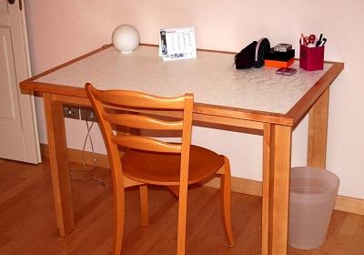 tavolo in betulla verniciato al naturale